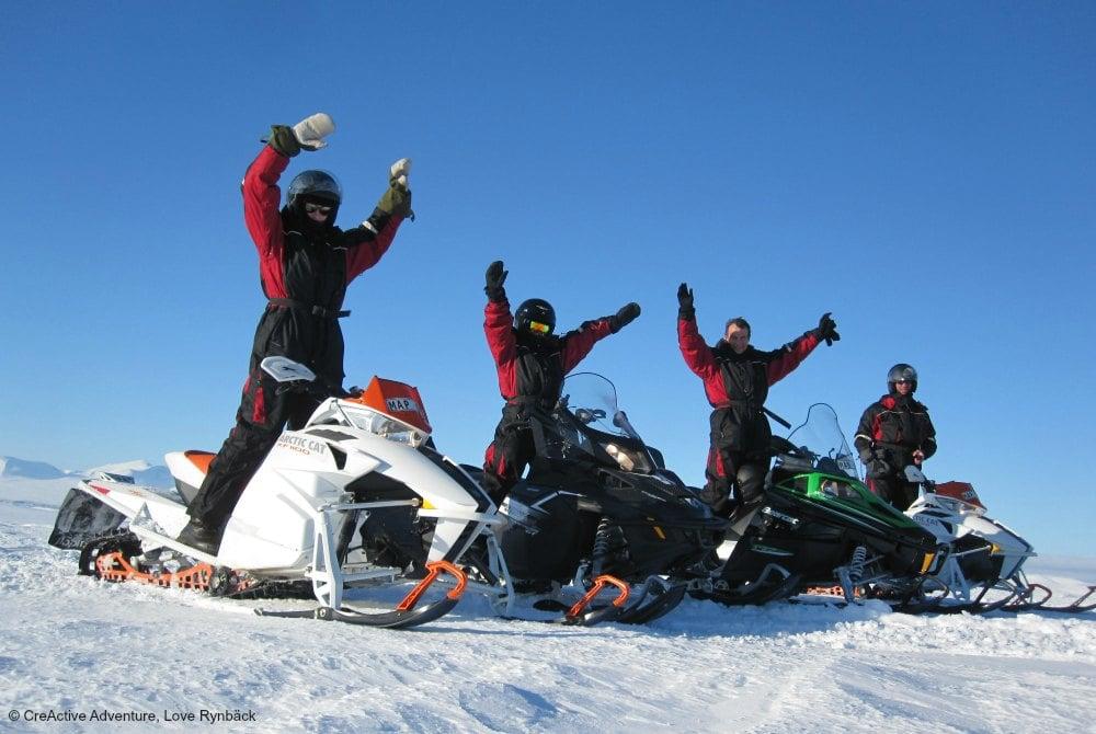 Snowmobile safaris in Boden.