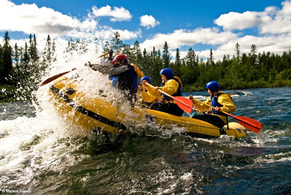 ICEHOTEL-365_Sommeraktivitäten-Kiruna_Rafting_1000.jpg