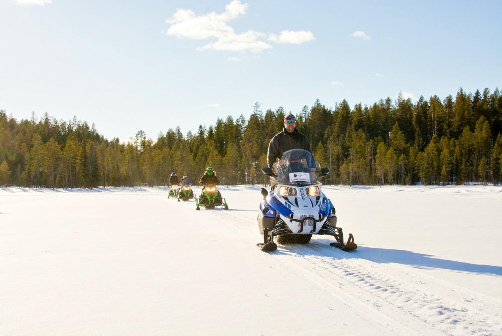 Lapland-Incentive_Gasthaus-Kangos_Motorschlitten_copyright-Lulebild-ABMichael-Törnkvist_1000.jpg