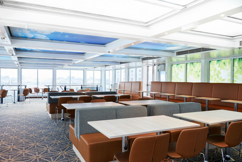 Lounge auf dem Oberdeck der MS Finlandia