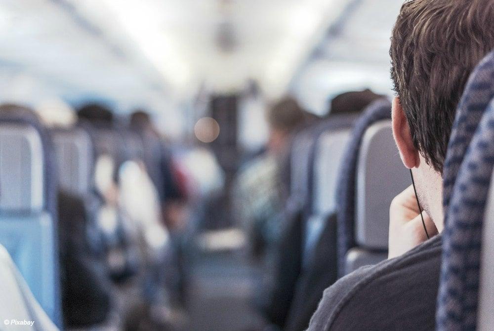 FlyCar-Passagiere im Flugzeug
