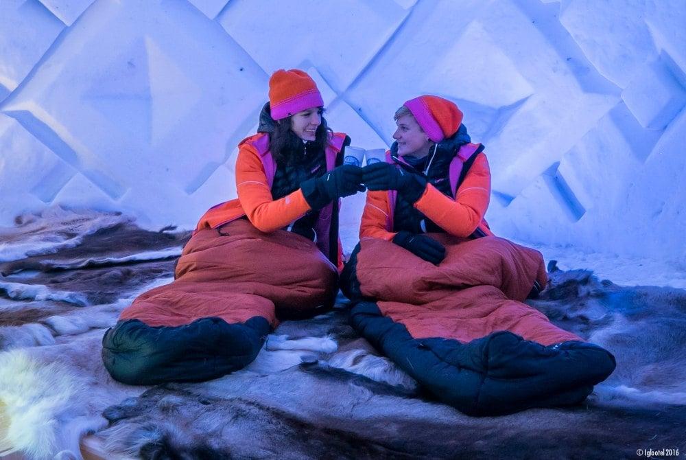 Übernachtung in einem individuell gestalteten IGLOO in Schwedisch Lappland