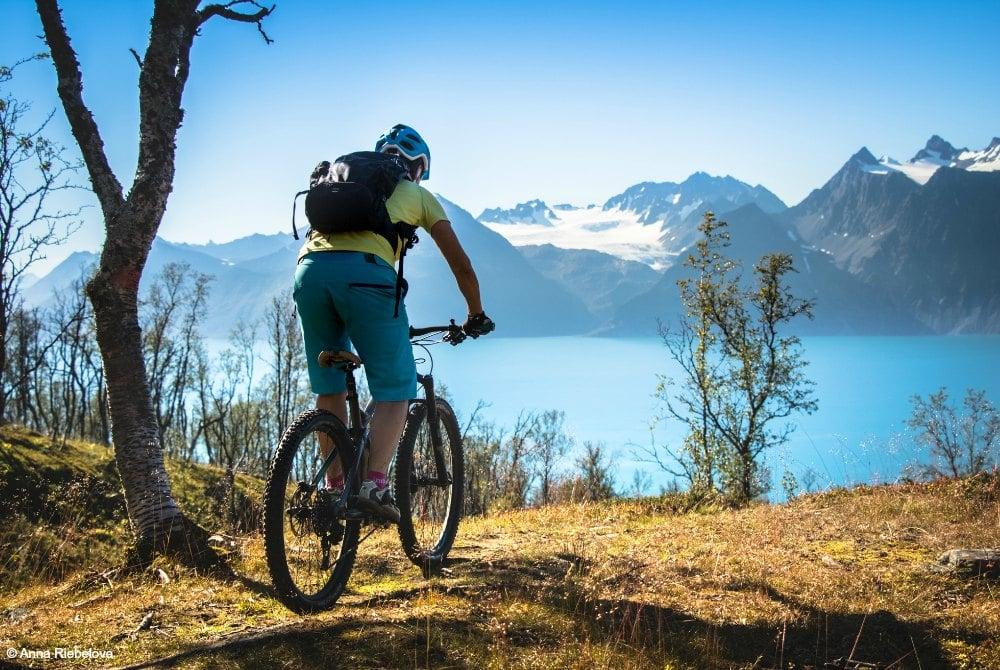 Lyngenfjord-mountain biking-copyright Anna Riebelova