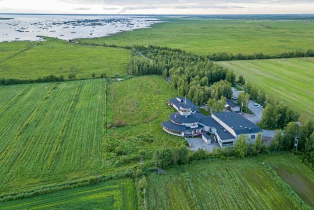 Liminka Wilderness Hotel luontokeskus ilmasta Oulu