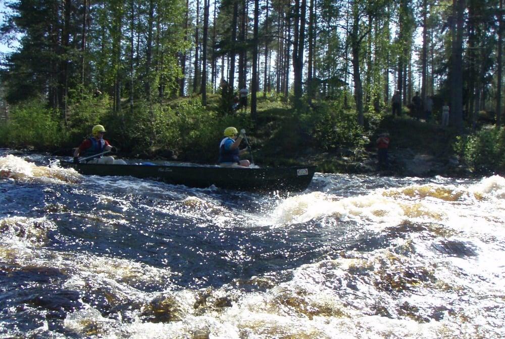 Vuoton_Joutsen_paddling