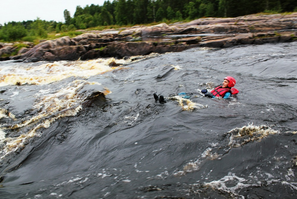 Water_activities_in_the_Oulu_Region_swimming