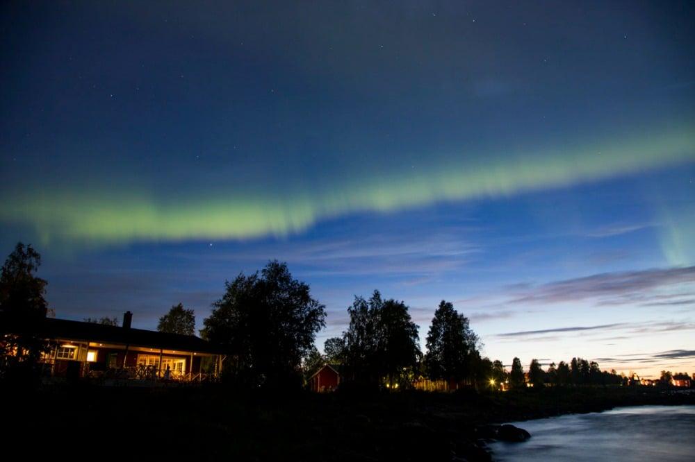 Nordlichtfotografie im Ort Kukkola