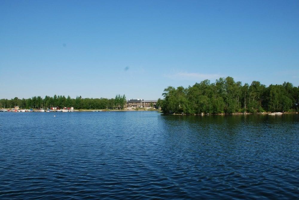 Blick auf das Hotel Hornavan von der Insel Skeppsholmen