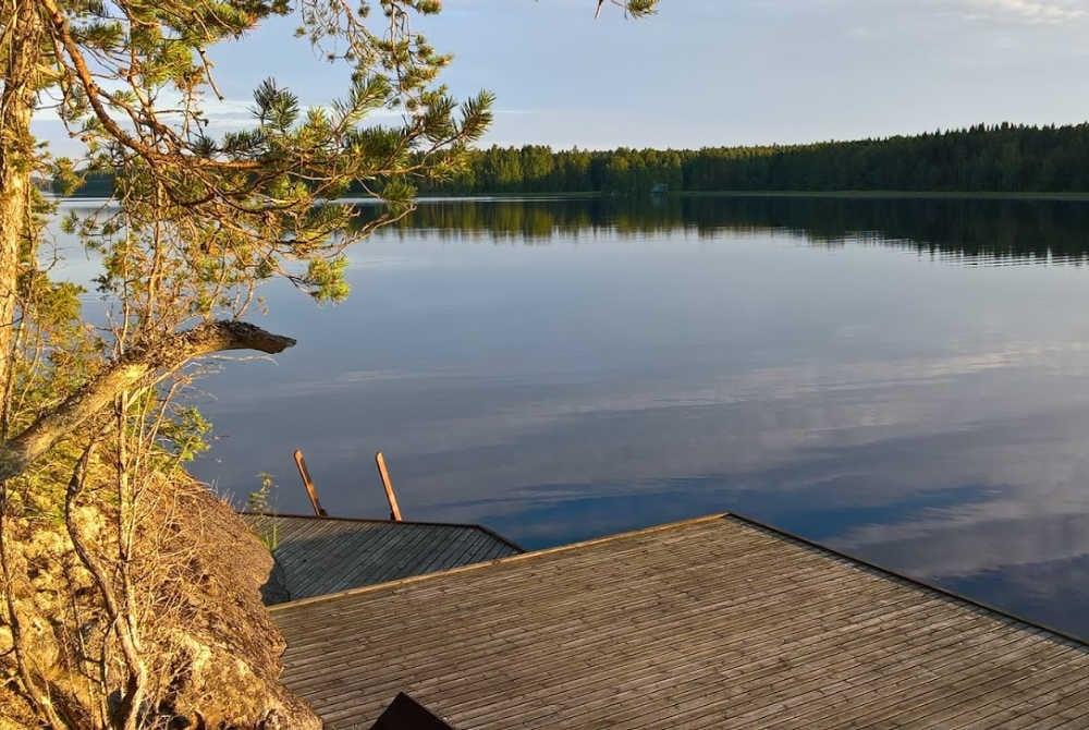 Steg am Saimaa-See