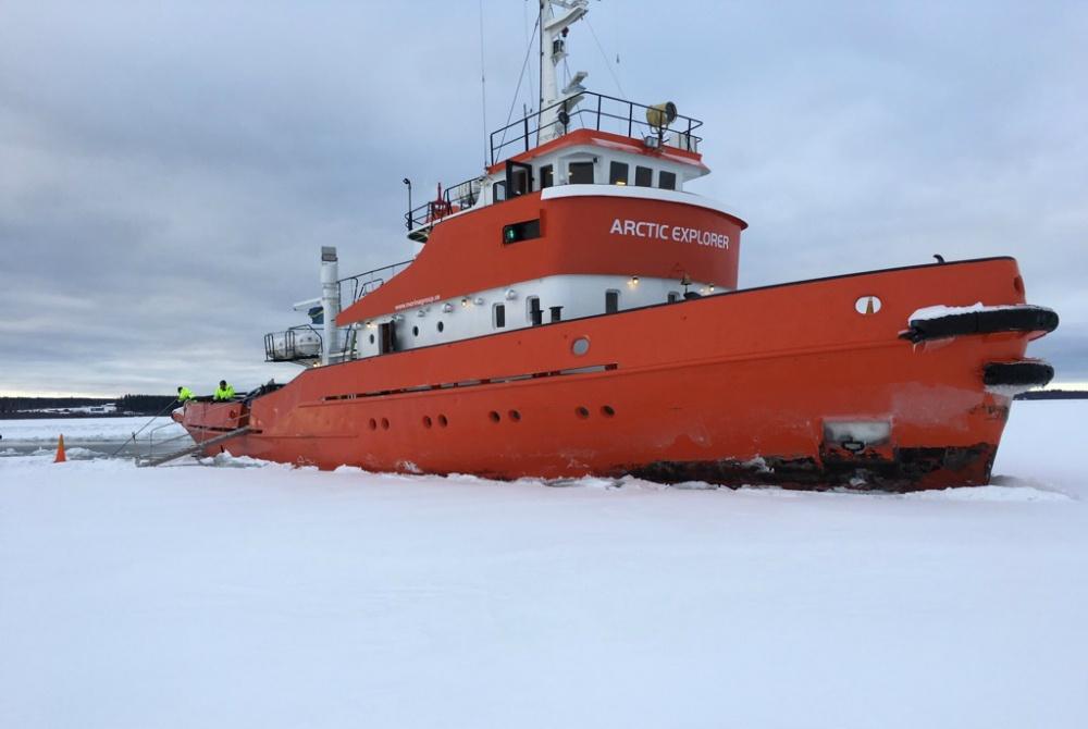 Pite Havsbad: Der Eisbrecher Arctic Explorer bahnt sich seinen Weg durchs Eis.