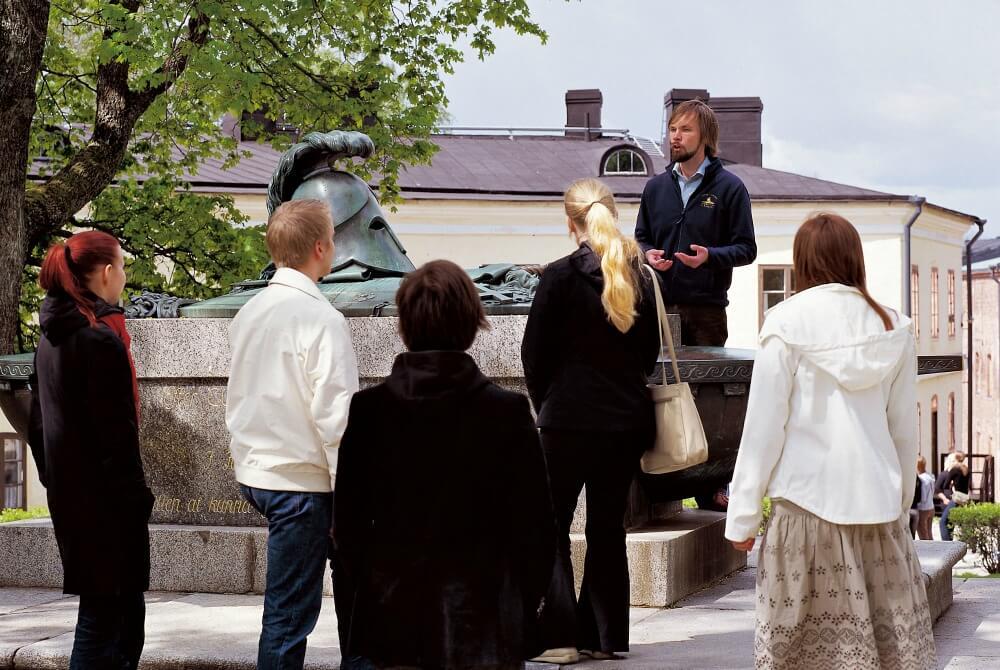 Suomenlinna Ehrensvärd-Society Guide bei geführter Tour