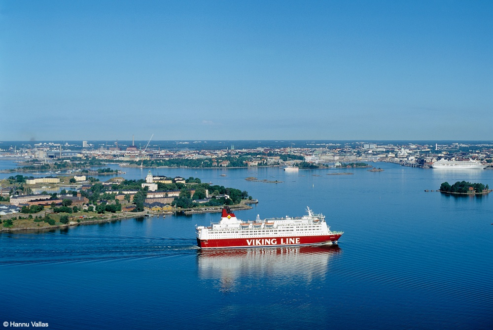Viking-Line_Mariella-approaching-Helsinki_Hannu-Vallas_1000.jpg
