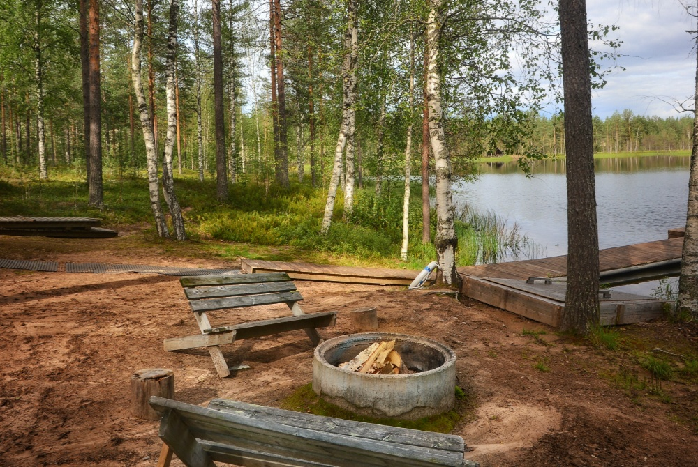 Wildnishotel Rokuanhovi Feuerstelle am See