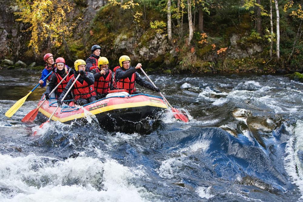 HaparandaTornio activityriver-rafting-autumn-colours-kitka-river-ruka-kuusamo © Salonki Travels