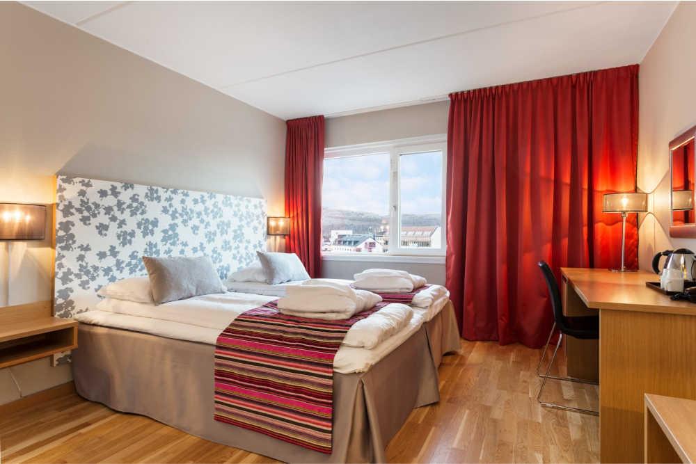Scandic-Kirkenes-Interior-room-junior-suite-bed-website