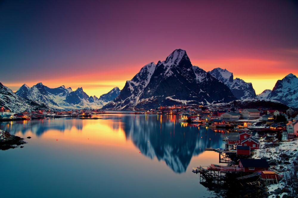 VAE Norway-Lofoten-Winter light at Reine-copyright
